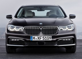 Plug-in all-wheel drive models included in new BMW 7-Series range
